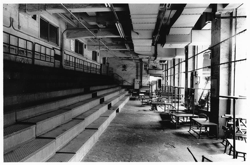 その日、その日の値段がつけられるためだけに使われてきた神田市場のマンモス競売。1989/5/3のセリをもって、その幕を閉じた